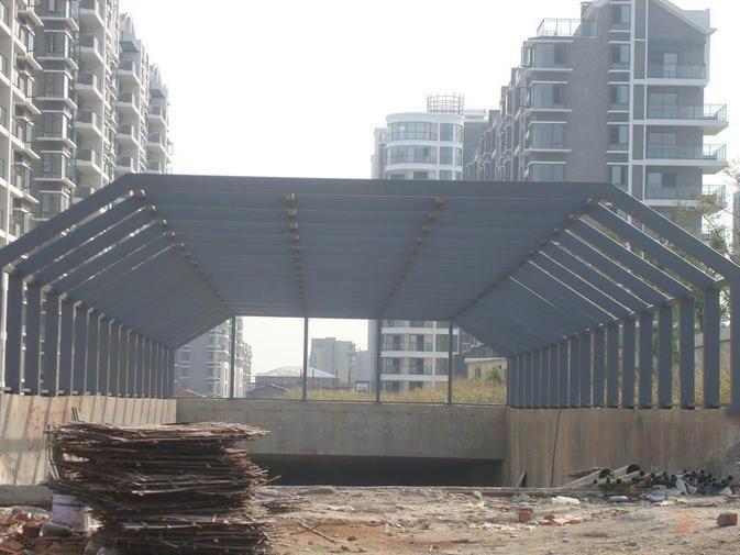 施工中钢结构出入口