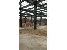 衡水路北幼儿园二层钢结构框架楼房预制柱吊装